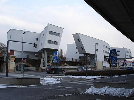 دانلود طراحی مجتمع مسکونی Viaducts Spittelau